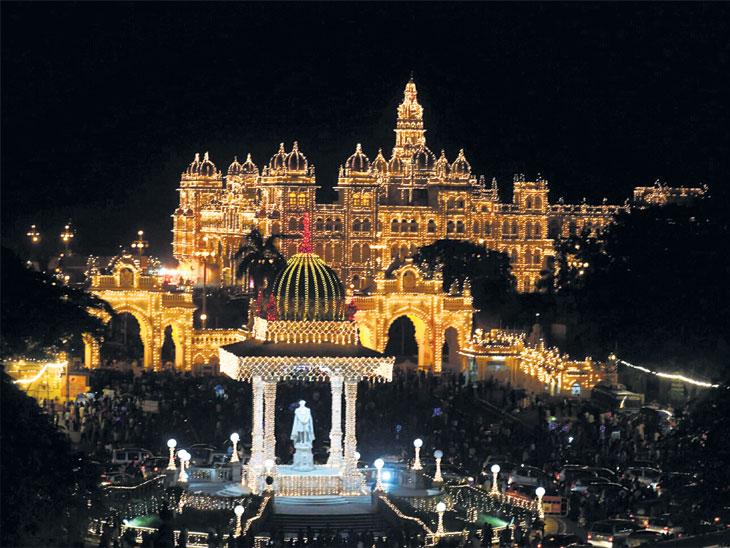 ४०९ वर्षांचा ऐतिहासिक दसरा मेळावा आज, बघण्यासाठी भारतासह जगातून पाेहोचले १ लाख पर्यटक| - Divya Marathi