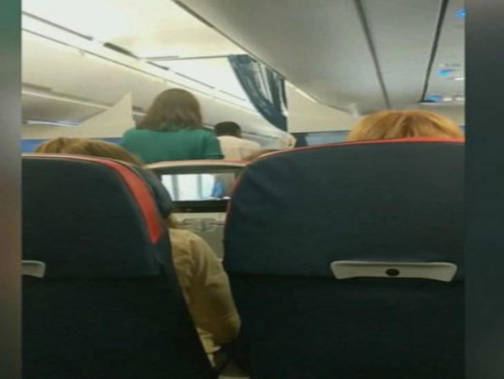 विमानात विना तिकीट चढली महिला, बाहेर काढण्यासाठी अधिकाऱ्यांना लागला तीन तास वेळ  - Divya Marathi