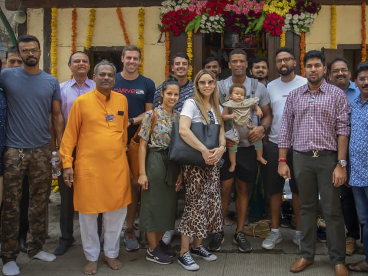 दक्षिण आफ्रिकेच्या क्रिकेटपटूंनी घेतले श्रीमंत भाऊसाहेब रंगारी गणपतीचे दर्शन, मानाच्या पहिल्या सार्वजनिक गणपतीची आंतरराष्ट्रीय पातळीवर दखल|पुणे,Pune - Divya Marathi