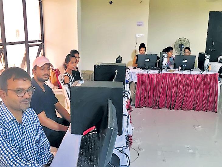 मुख्यमंत्र्यांची 501 फेसबुक पेजेस, वाॅर रूममध्ये 12 जणांची कोअर टीम| - Divya Marathi