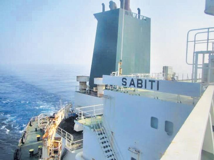 इराणी तेल जहाजावर क्षेपणास्त्राने हल्ला, साैदी अरेबियावर आराेप| - Divya Marathi
