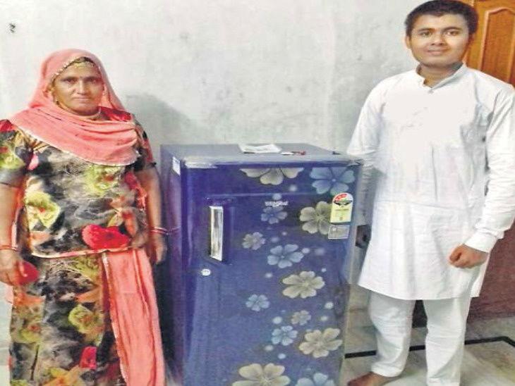 आईसाठी फ्रीज खरेदी करण्यासाठी 35 किलोची नाणी घेऊन गेला मुलगा; दोन हजार रुपये कमी पडले असता शोरूमने केले असे काही...| - Divya Marathi