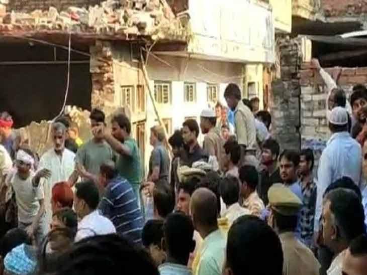 मऊमध्ये घरगुती सिलेंडरचा भीषण स्पोट, दोन मजली इमारत कोसळून 13 जणांचा मृत्यू तर 10 पेक्षा अधिक जखमी  - Divya Marathi
