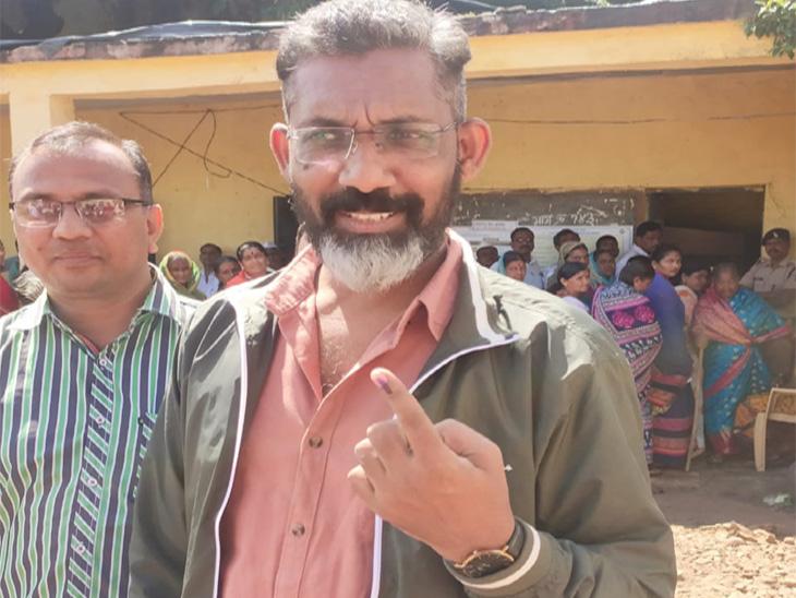 प्रसिद्ध दिग्दर्शक नागराज मंजुळे यांनी मतदान केले. - Divya Marathi