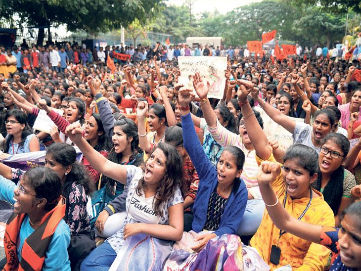 व्हेटरनरी डॉक्टरवर झालेल्या अत्याचारप्रकरणी सोमवारीही दिल्ली, तेलगण, तामिळनाडू, मध्य प्रदेशसह देशाच्या विविध भागांत निदर्शने झाली - Divya Marathi