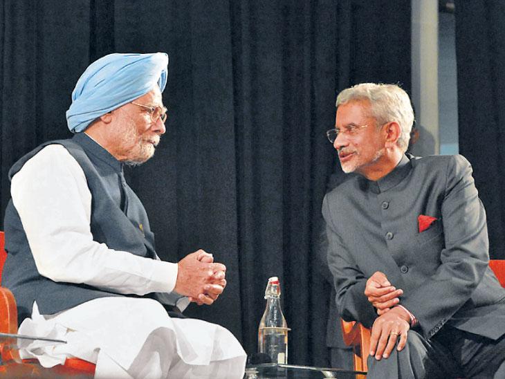 इंद्रकुमार गुजराल यांच्या शंभराव्या जयंतीनिमित आयोजित समारंभात  डॉ. मनमोहन सिंग आणि परराष्ट्र व्यवहारमंत्री जयशंकर उपस्थित होते - Divya Marathi