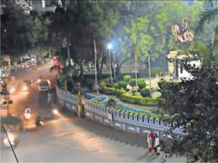 शहरातील याच शिवतीर्थ चाैकापासून रातरागिणींचा 'नाइट वाॅक' सुरू हाेणार आहे. - Divya Marathi