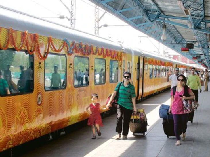 पहिली खासगी तेजस एक्सप्रेस लखनऊ-दिल्ली दरम्यान सुरु करण्यात आली. - Divya Marathi