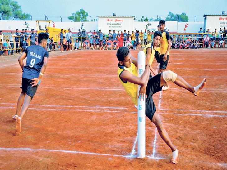 औरंगाबाद वि.मुंबई विद्यापीठ खाे-खाे चा अंतिम सामना झाला. त्यात औरंगाबादचा विद्यापीठ संघ विजयी. - Divya Marathi