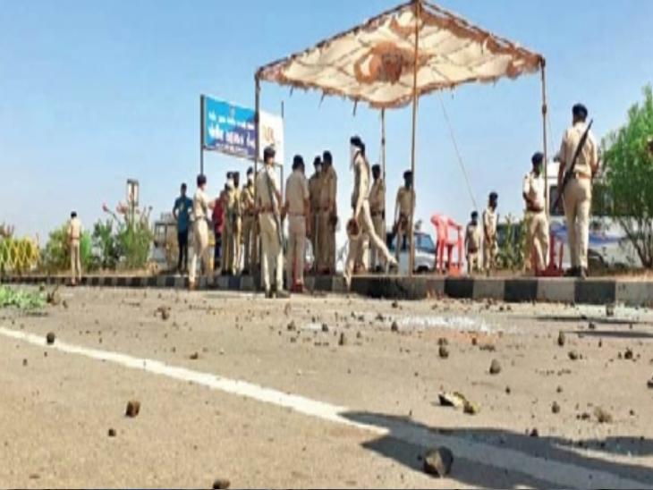 सीमेवर कामगारांची दगडफेक, महाराष्ट्राच्या सीमेवर डाेंगराळ भागातून जातात कामगार - Divya Marathi