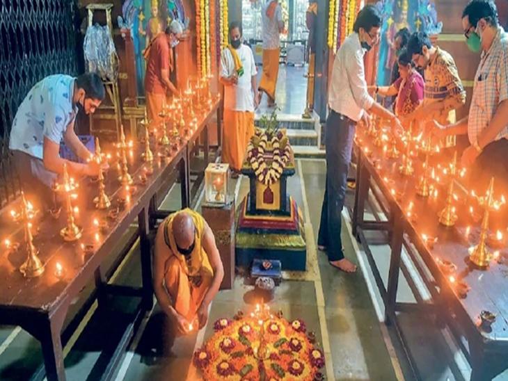 अयाेेध्येत राम मंदिराच्या भूमिपूजन साेहळ्याच्या निमित्ताने मुंबईतील वडाळा येथील राम मंदिरात दीपाेत्सवाने मंदिर उजळून निघाले. - Divya Marathi