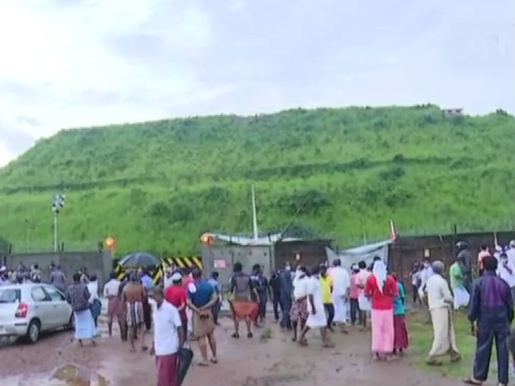 करिपूर एअरपोर्ट कोझिकोडपासून 29 किलोमीटर दूर आहे. शनिवारी सकाळी घटनास्थावर गर्दी झाली होती.