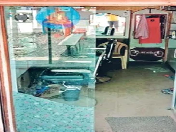 जालना शहरातील काही दुकाने उघडली, पण ग्राहकच नसल्याचे चित्र आहे. - Divya Marathi