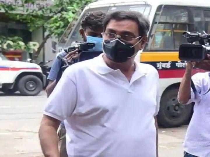 सकाळी साडे अकराच्या सुमारास रुमी जाफरी ईडी कार्यालयात पोहोचले. - Divya Marathi