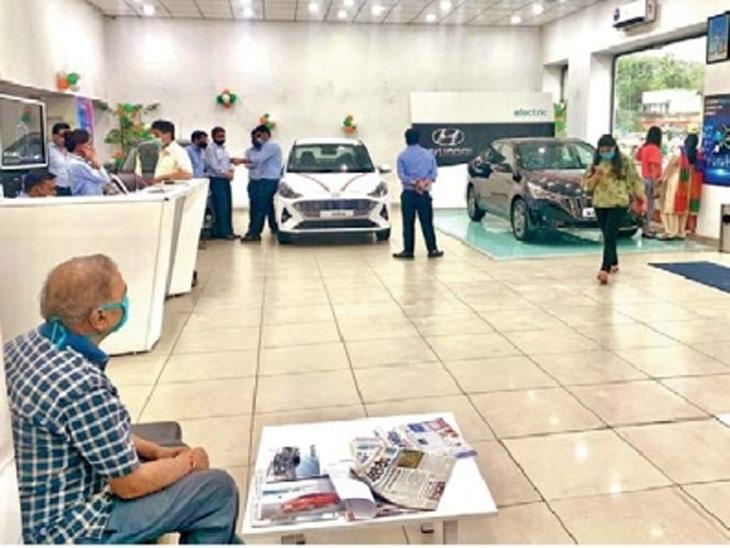 जयपूर   कार निर्माती कंपनी ह्युंदाई मोटर्सचे जयपूर येथील शोरूम. - Divya Marathi