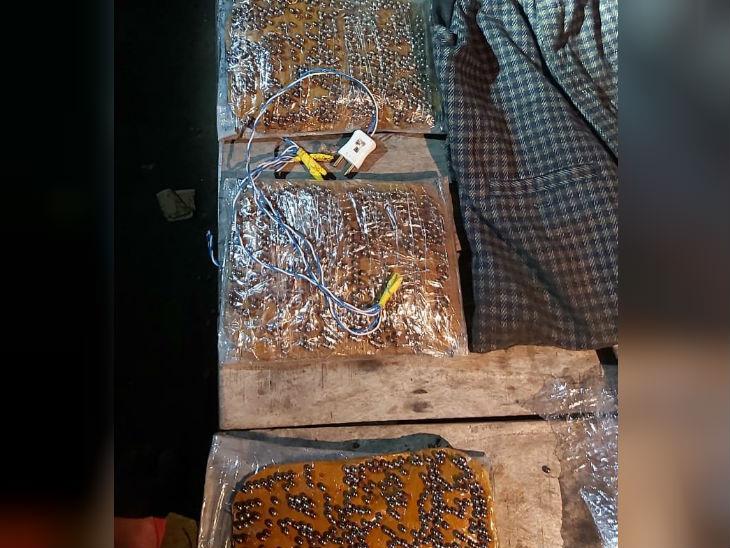 दहशतवादी अबू युसूफच्या बलरामपूरमधील घरातून जप्त केलेले सामान