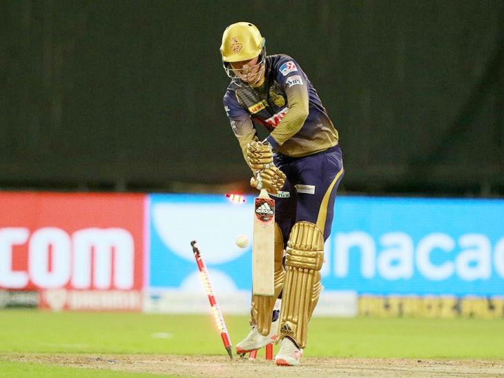 कोलकाताचा सलामीवीर टॉम बेंटनला नवदीप सैनीने क्लीन बोल्ड केले. बेंटनचा आयपीएलमध्ये डेब्यू सामना होता. त्याने 12 चेंडूत 8 धावा केल्या.