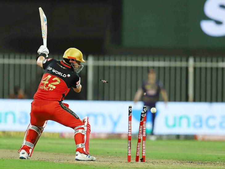 फिंच 37 चेंडूत 37 धावा काढून बाद झाला. यादरम्यान त्याने एक षटकार आणि 4 चौकार लगावले.