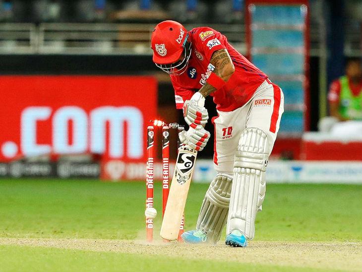 पंजाबचा कर्णधार लोकेश राहुल 51 चेंडूत 77 धावांवर खेळत होता. सामना पंजाबच्या बाजूने दिसत होता, तेवढ्यात बुमराहने राहुलला क्लीन बोल्ड करत सामना फिरवला.