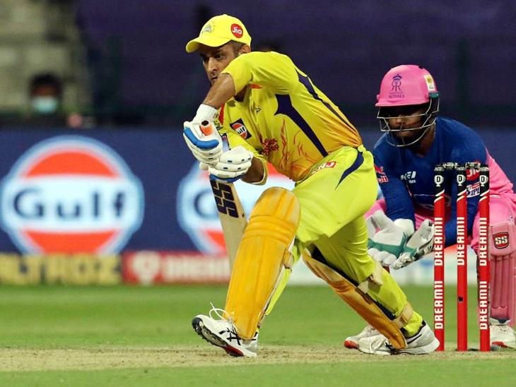 महेंद्र सिंह धोनी 28 चेंडूत 28 धावा करून धावबाद झाला.