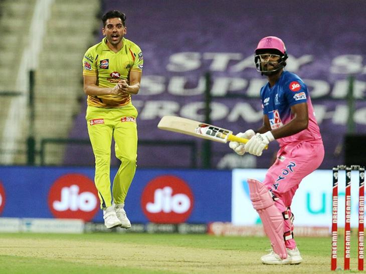 चाहरने संजू सॅमसनला विकेटच्या मागे झेलबाद केले. संजू भोपळा देखील फोडू शकला नाही. चाहर चेन्नईकडून सर्वाधिक 5 मेडन टाकणारा खेळाडू आहे.