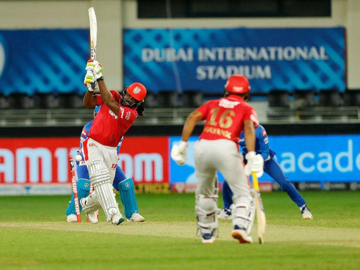 पंजाबच्या ख्रिस गेलने स्फोट फलंदाजी करत 13 चेंडूत 29 धावा केल्या. त्याने एकाच षटकात 3 चौकार आणि 2 षटकार खेचले. गेलला फिरकीपटू रविचंद्रन अश्विनने क्लिन बोल्ड केले.