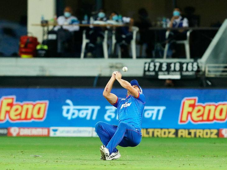 दिल्लीचा अष्टपैलू मार्कस स्टोइनिसने डावाच्या 19 व्या षटकात 5 व्या चेंडूवर दीपक हूडाचा झेल सोडला.