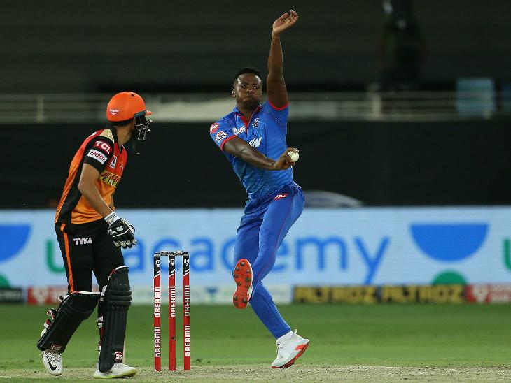 कगिसो रबाडाने 4 षटकांत 54 धावा दिल्या. शेवटच्या 26 टी -20 सामन्यात रबाडाला प्रथमच एकही विकेट घेता आली नाही.