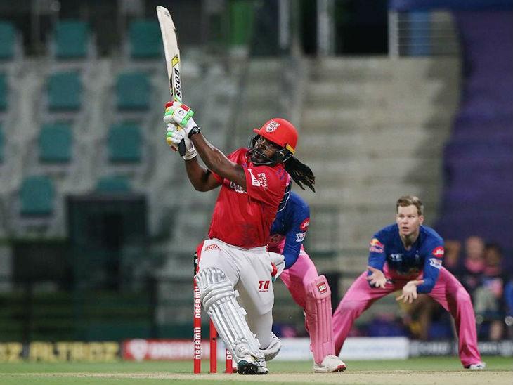 पंजाब टीमच्या विजयासाठी ख्रिस गेलने दिलेली एकाकी झंुज सपशेल ठरली. त्याने चाैकार आणि ऊत्तंुग षटकारांची आतषबाजी करून ९९ धावांची खेळी केली.