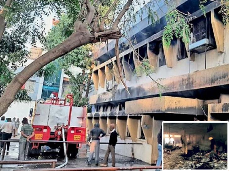 लागलेली आग विझवताना अग्निशमन दलाचे कर्मचारी. तर इन्सेटमध्ये जळून खाक झालेली कागदपत्रे. - Divya Marathi