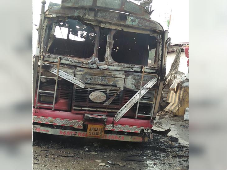 कुणाला संशय होऊ नये यासाठी ट्रकवर जम्मू-काश्मीरचा क्रमांक होता