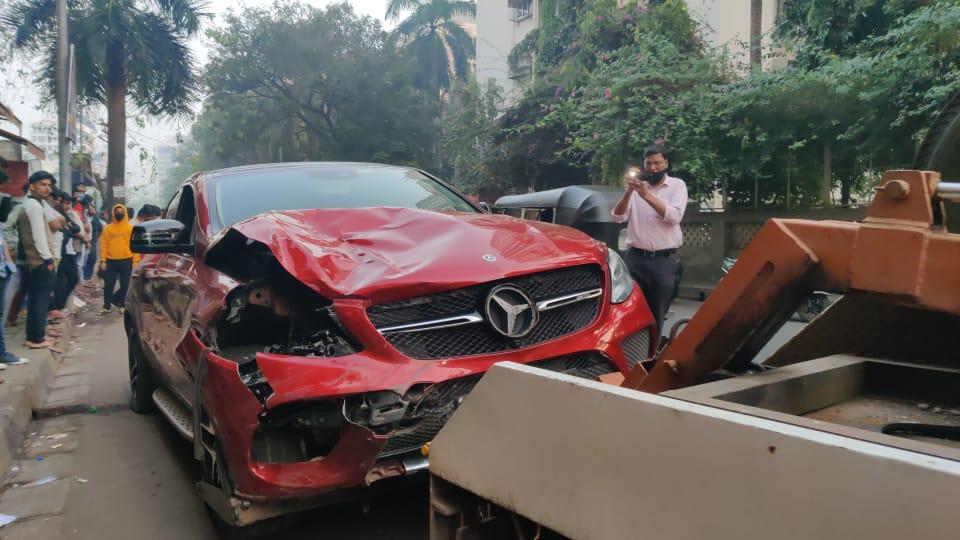 प्रत्यक्षदर्शींच्या म्हणण्यानुसार, अपघाताच्या वेळी कारचा ताशी वेग 100 पेक्षा जास्त होता.