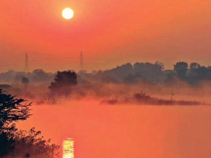 नांदेड | मागील दोन ते तीन दिवसांपासून शहरात पुन्हा थंडीला सुरुवात झाली आहे. गोदावरी नदी तीरावर शिकार घाट परिसरात पहाटेच्या वेळी टिपलेले सूर्योदयाचे मोहून टाकणारे दृश्य. छाया : विजय होकर्णे - Divya Marathi