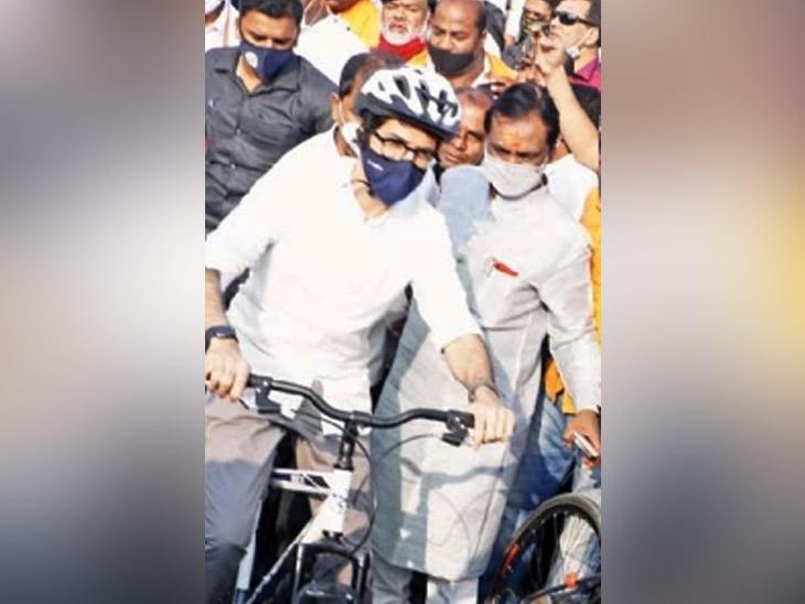 क्रांती चौक सायकल ट्रॅकचे आदित्य ठाकरे यांच्या हस्ते उद्घाटन झाले. या वेळी त्यांनी सायकल चालवण्याचा आनंद घेतला. - Divya Marathi