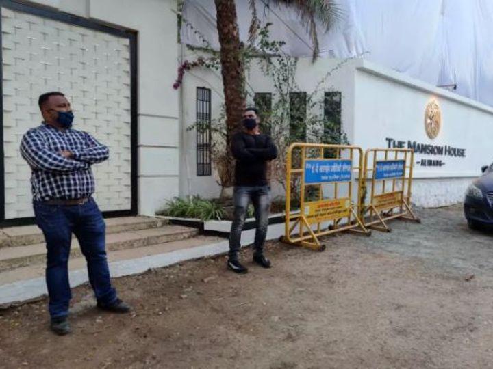 रिसॉर्टबाहेर कडक सुरक्षा व्यवस्था ठेवण्यात आली आहे.