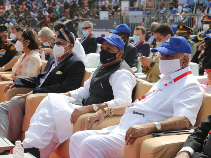 कार्यक्रमा प्रसंगी संरक्षण मंत्री राजनाथ सिंह आणि कर्नाटकचे मुख्यमंत्री येदीयुरप्पा