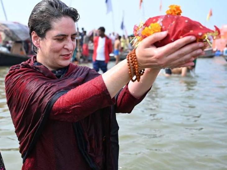 प्रियांग गांधी यांनी आज प्रयागराजमध्ये मौनी अमावस्येच्या पर्वानिमित्त त्रिवेणीमध्ये स्नान केले. - Divya Marathi