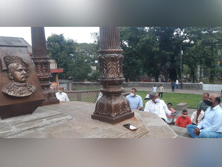 सकल मराठा मोर्चा चे समाधीस्थळी आत्मक्लेश आंदोलन. - Divya Marathi