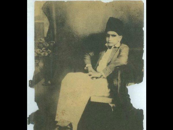 दिलीप साहेब यांचा जन्म 11 डिसेंबर 1922 रोजी पेशावर येथे (आता पाकिस्तानात) झाला होता. त्यांनी नाशिक येथे शिक्षण घेतले.