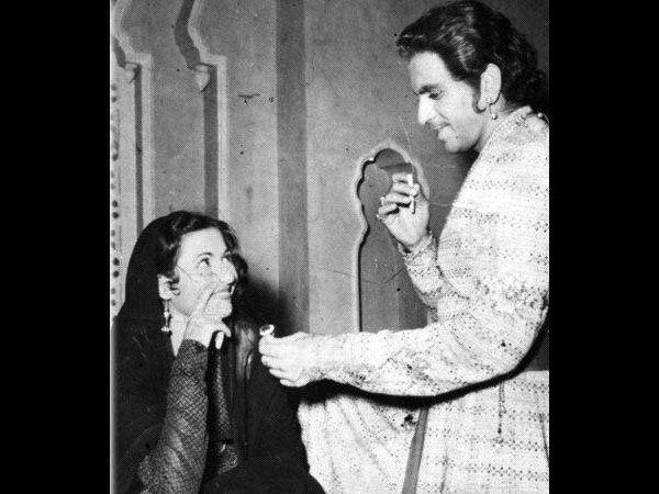 मधुबाला आणि दिलीप कुमार यांना लग्न करायचे होते, पण तसे होऊ शकले नाही. 'मुगल-ए-आजम'च्या शूटिंगदरम्यान त्यांच्यातील प्रेमांकुर फुलले आणि चित्रपटाच्या अखेरीस त्यांचे ब्रेकअप झाले. या चित्रपटानंतर या दोघांनीही कोणत्याही चित्रपटात एकत्र काम केले नाही.