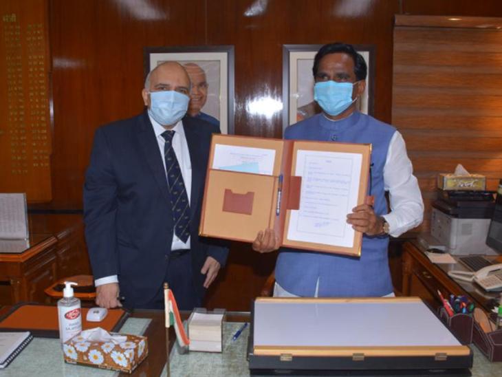 रेल्वे मंत्रालयचा पदभार स्वीकारता दानवे - Divya Marathi