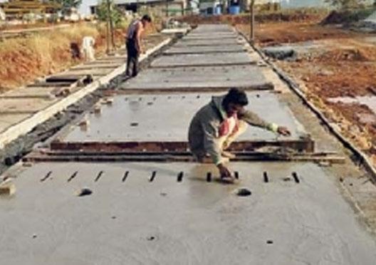 पीपीसीपी तंत्रज्ञानाच्या वापराने नागपुरात तयार होतोय सिमेंट रोड; सिमेंट काँक्रीट पद्धतीमुळे रस्तेबांधणीला होतो विलंब नागपूर,Nagpur - Divya Marathi