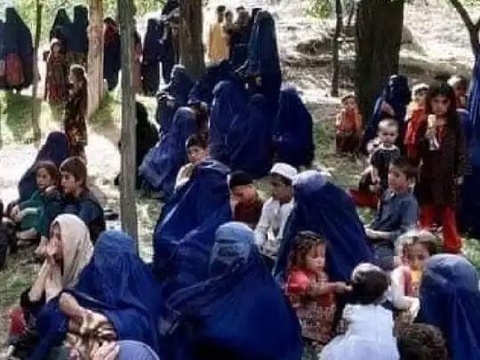 तालिबान्यांच्या भीतीने लोक अफगाणिस्तानाच्या उत्तरेकडील भागांमध्ये आपली घरे सोडून राहात आहेत. देशात सध्या असे गट मोठ्या प्रमाणात पाहायला मिळतात.