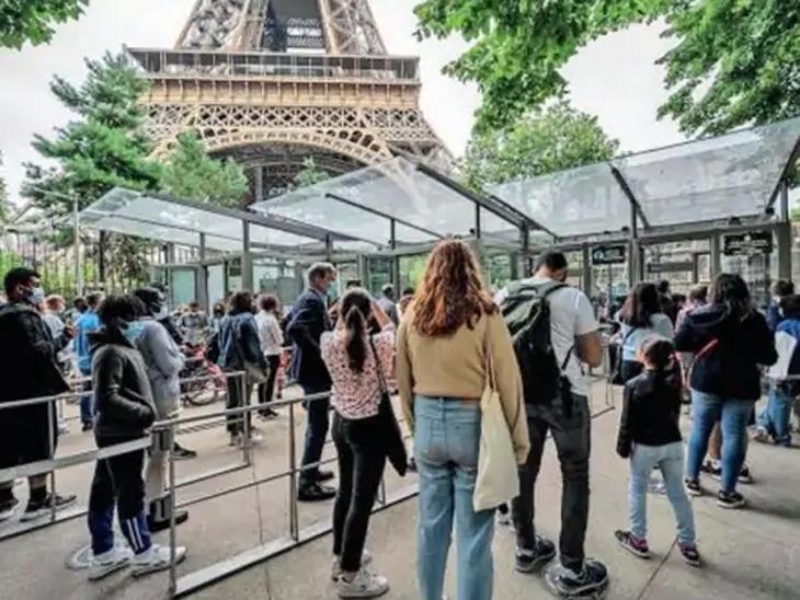 फ्रान्सचे आयफेल टॉवर 9 महिन्यांनंतर सुरू झाले. दुसऱ्या महायुद्धानंतर पहिल्यांदाच ते दीर्घ बंद हाेते. - Divya Marathi