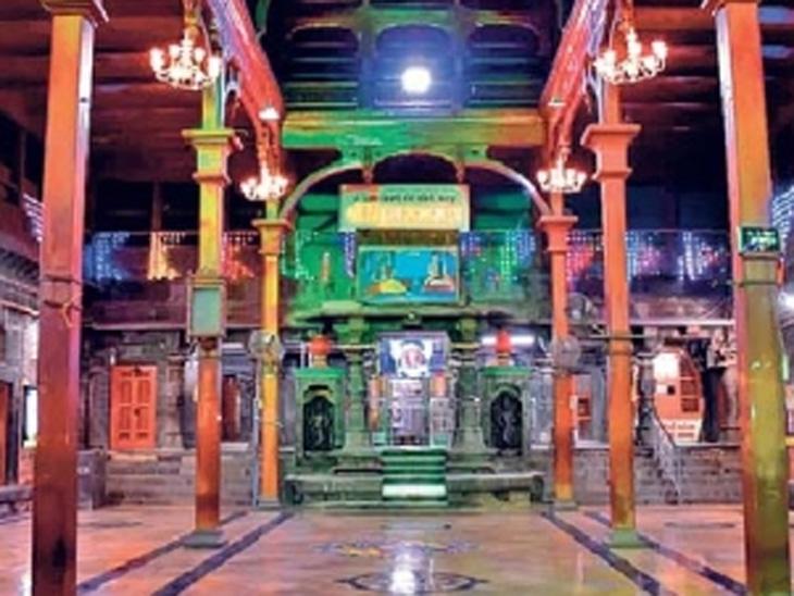 आषाढीच्या पार्श्वभूमीवर श्री विठ्ठल मंदिरावर आकर्षक रोषणाई केली आहे. - Divya Marathi