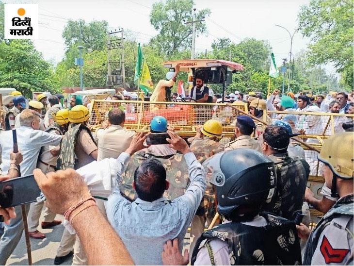 पंजाबमधील सिरसामध्ये शेतकऱ्यांनी बराच काळ रास्तारोको आंदोलन केले.