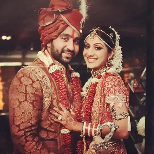 राजने 2009 मध्ये शिल्पाशी लग्न केले होते.