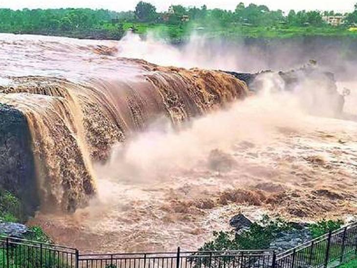 'सहस्रकुंड'चा रुद्रावतार; रस्ते बंद, नदी-नाल्यांना पूर, परभणी आणि जालन्यात शेतात पाणी शिरल्याने पिकांचे नुकसान औरंगाबाद,Aurangabad - Divya Marathi