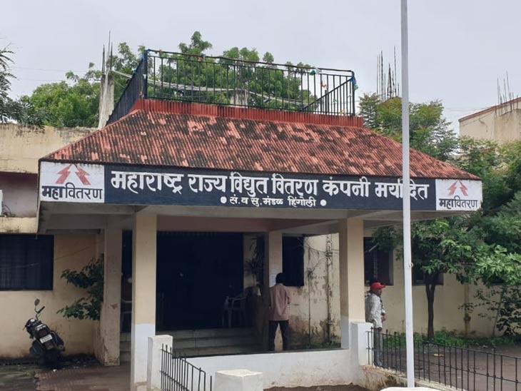 हिंगोलीत वीज कंपनीला नगरपालिकेचा दणका, कराच्या थकबाकीपोटी कार्यालय केले सील; वीज कंपनीचे कामकाज ठप्प|औरंगाबाद,Aurangabad - Divya Marathi