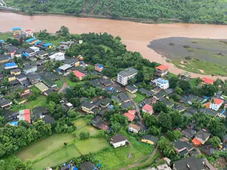 मुसळधार पावसामुळे रायगड जिल्ह्यातील बहूतांश भागात पाणी साचले.